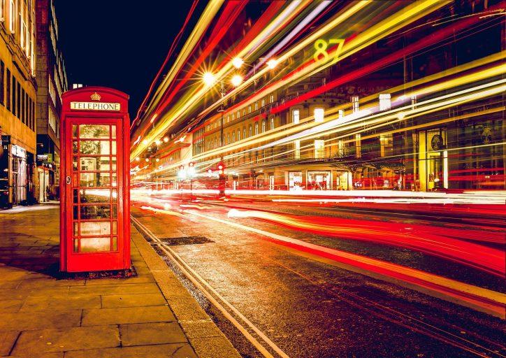 Cabina de teléfono típica inglesa